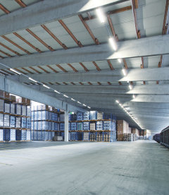 LED luminaires from LEDVANCE for industrial applications